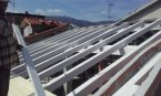 Montaggio tetto in lamellare bianco
